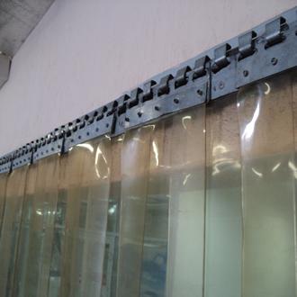 Производство пластиковых завесов и скоростных рулонных ворот из ПВХ.